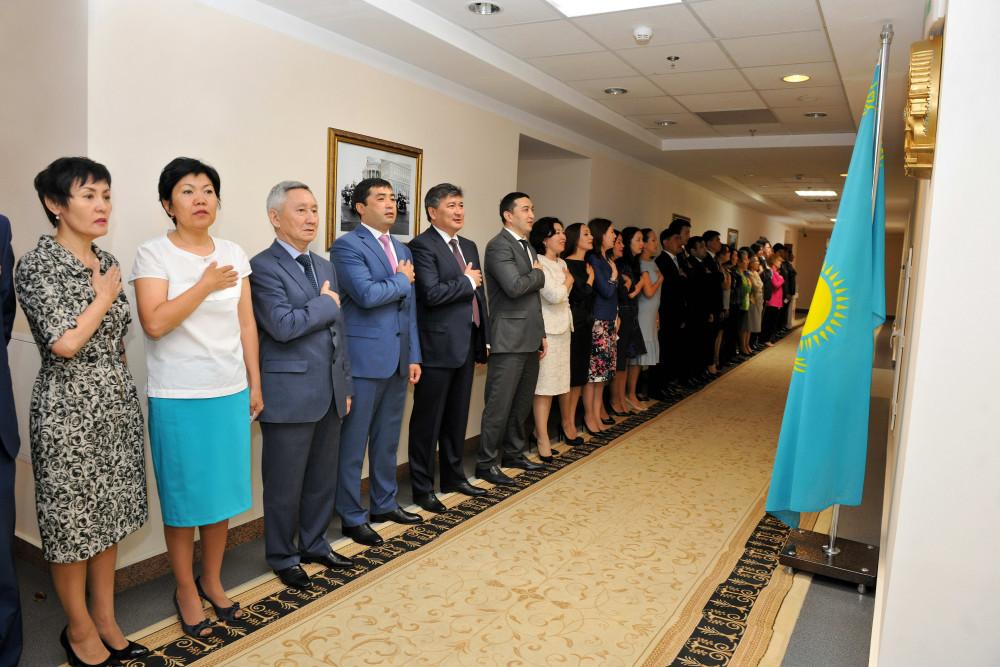 удивительно, с днем госслужащего казахстана подробную инструкцию
